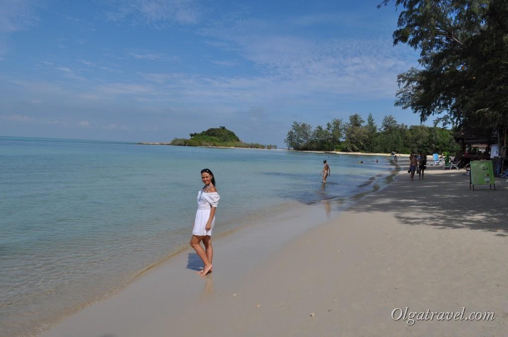 Белый песок, мелкое море и бирюзовая вода - пляж Чонг Мон идеальное место для отдыха с детьми.