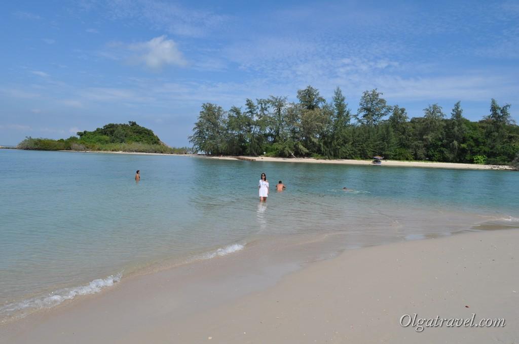Островок рядом с пляжем Чонг Мон до которого можно в отлив дойти пешком