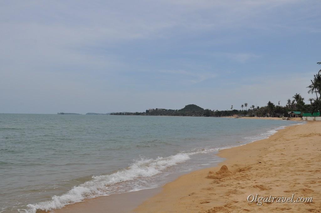 пляж Маенам, справа Moon Hut Bungalow