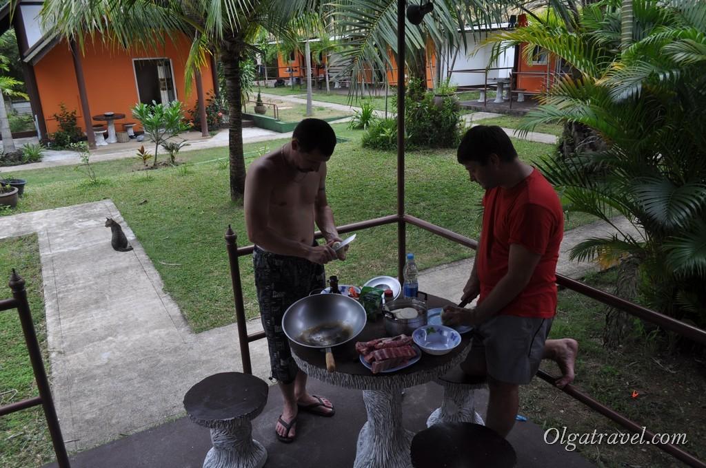 Маринуем мясо в трех разных соусах