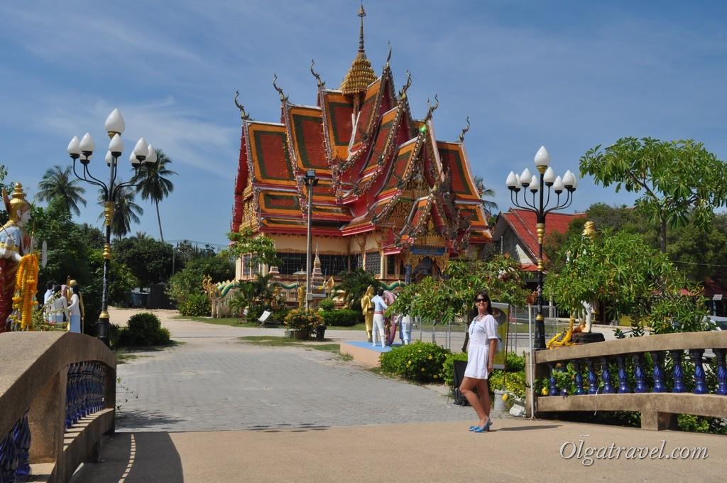 По дороге на пляж Чонг Мон мы заехали посмотреть на красивый храм