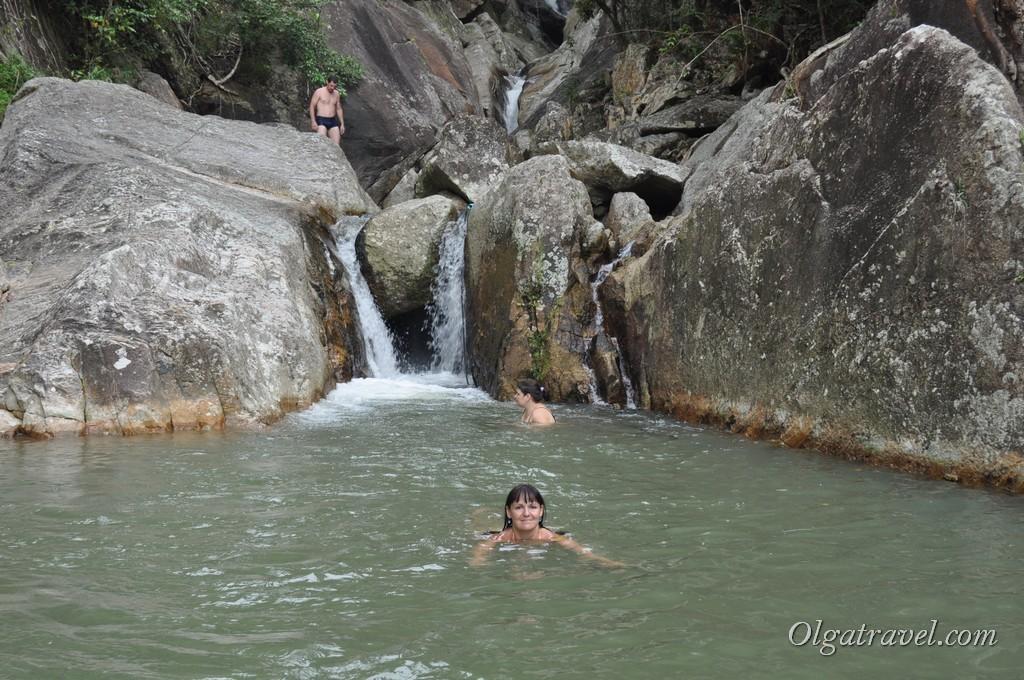 Самый верх водопада Намуанг 2 - мы сделали это! Мы поднялись на него!!!