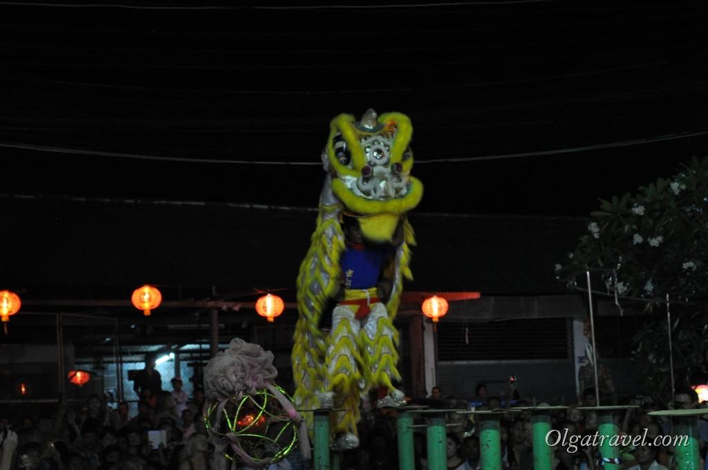 Два танцора в шкуре Льва :)