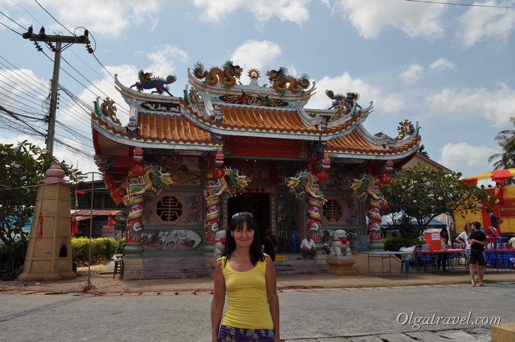 Возле Китайского храма на Маенаме