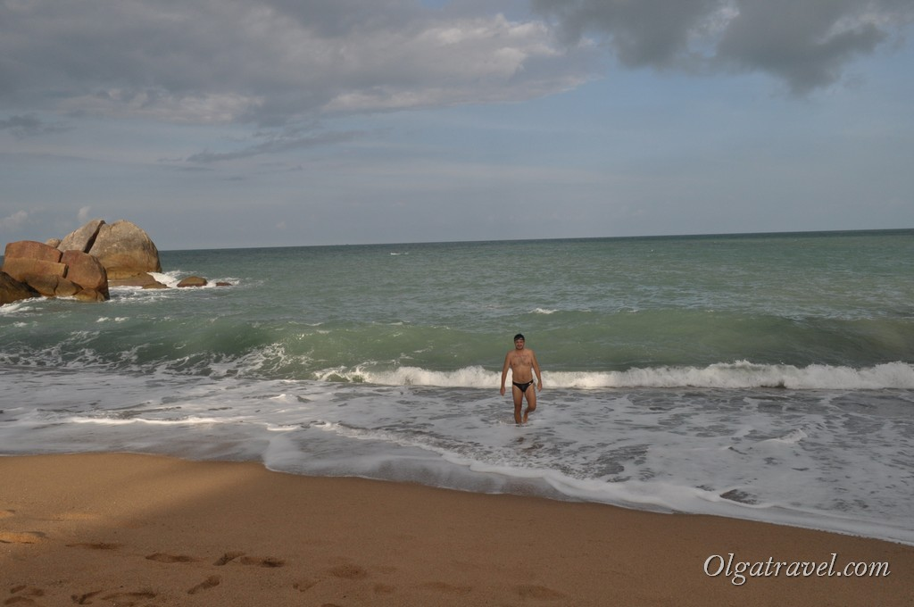 Приятные не большие волны на пляже Корал Ков