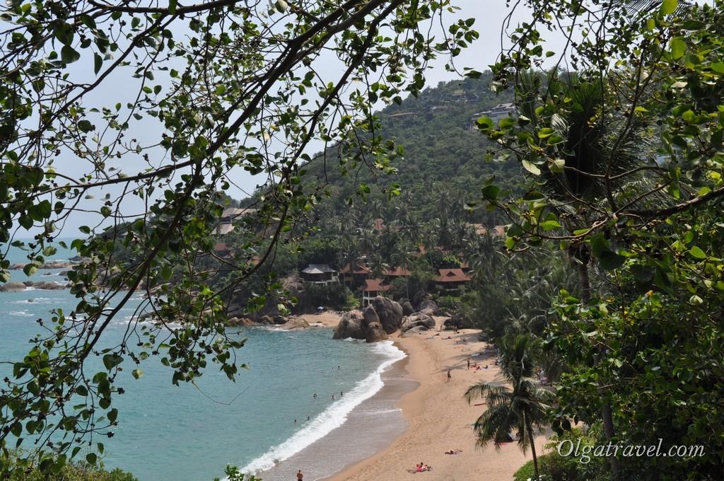 Вид на пляж Coral Cove сверху, от отеля The Coral Beach Villas