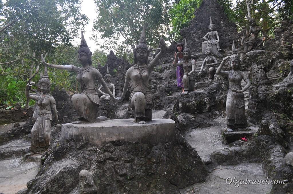 Различные скульптуры в Magic Garden