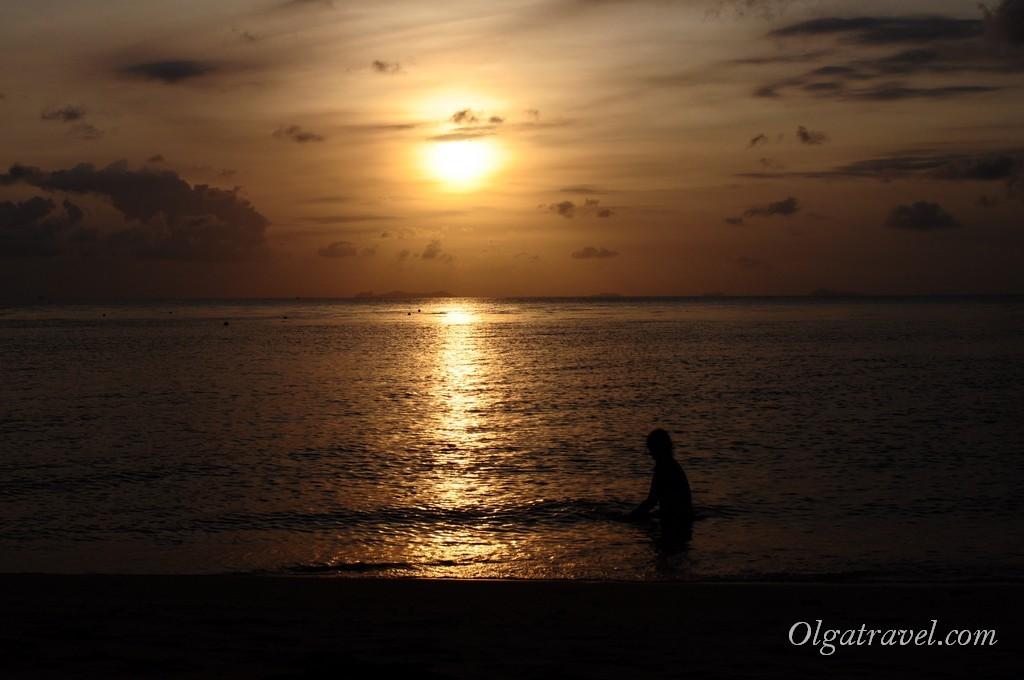 Февральский закат на пляже Талингам