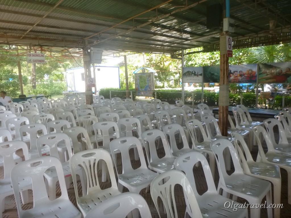 Зал ожидания Ломпрая (Lomprayah waiting room)