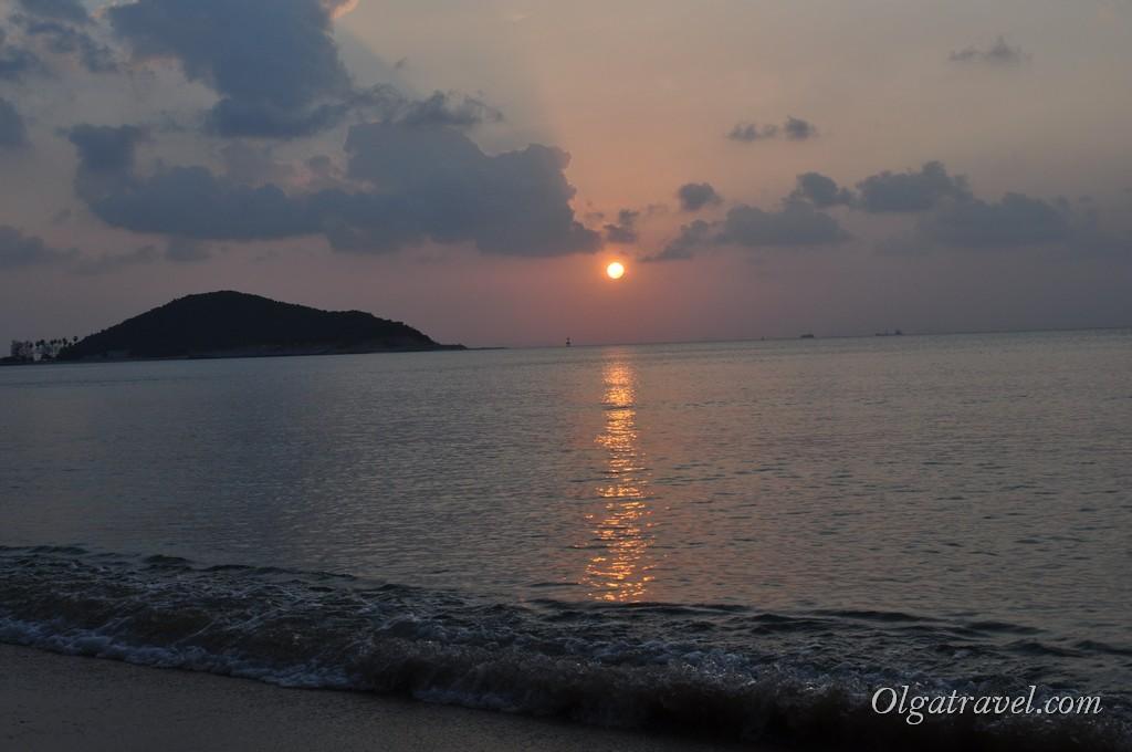 Великолепный закат на пляже Липа Ной