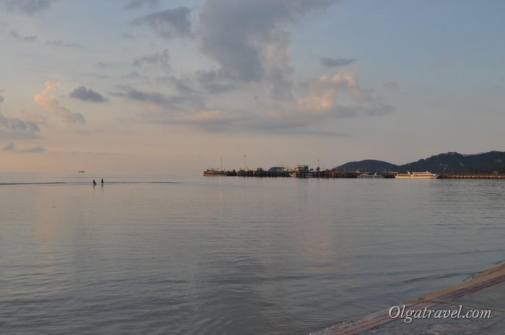 вечером отливы в Натоне ярко выражены - в дали можно увидеть прогуливающихся с собакой по морю людей:)