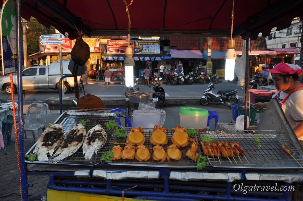 Рыба по 150-250 бат за штуку, в зависимости от размера и морские гады - маленькие по 30 бат за штуку