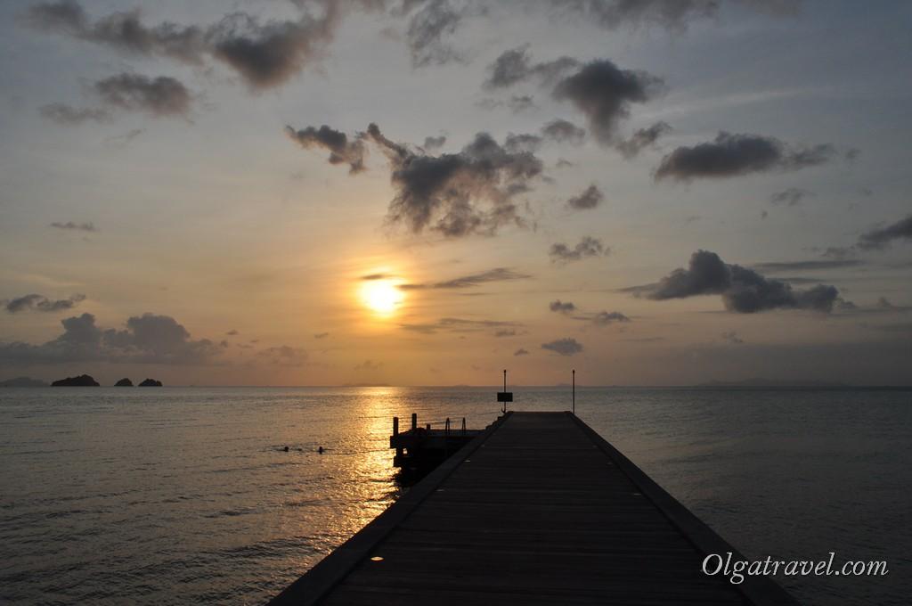 Закат на пляже Талинг Нгам