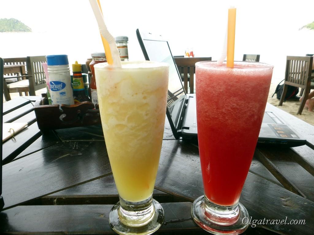 Очень вкусные фруктовые шейки в ресторане Dreamland Resort