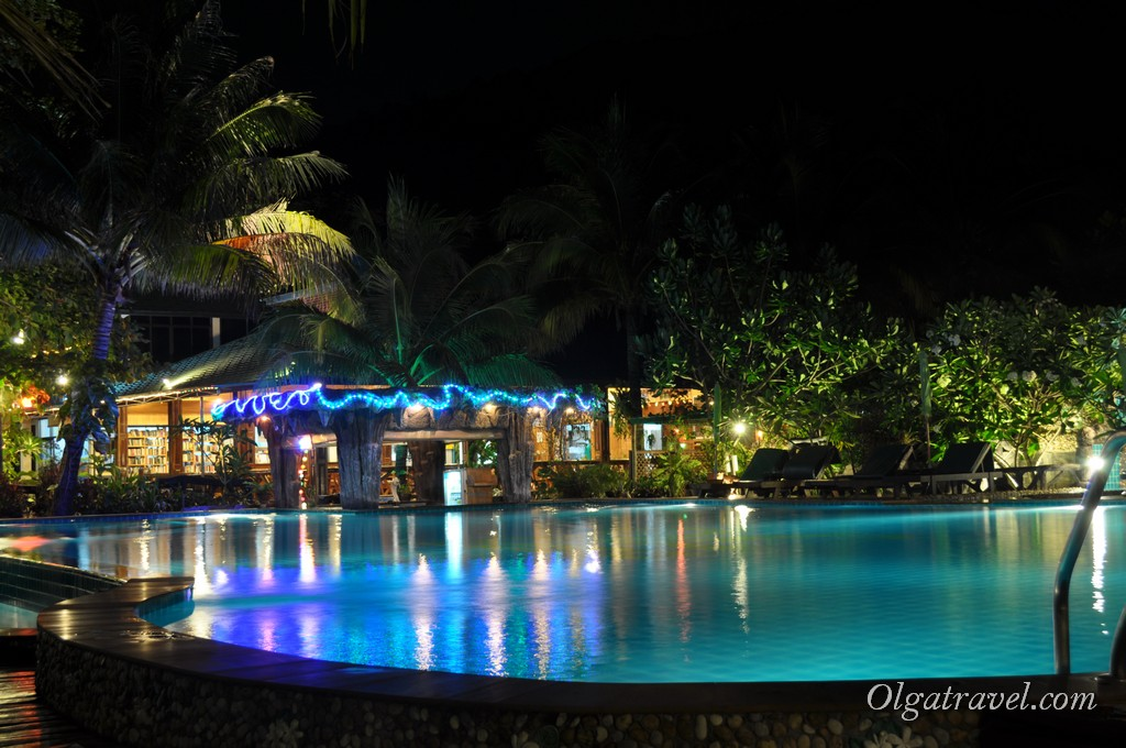 Dreamland Resort pool night 2