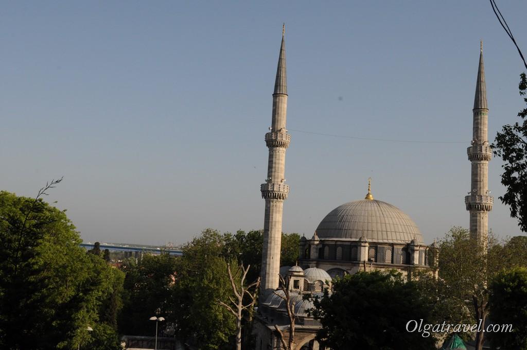 Вдали виднеется мечеть Эйюп