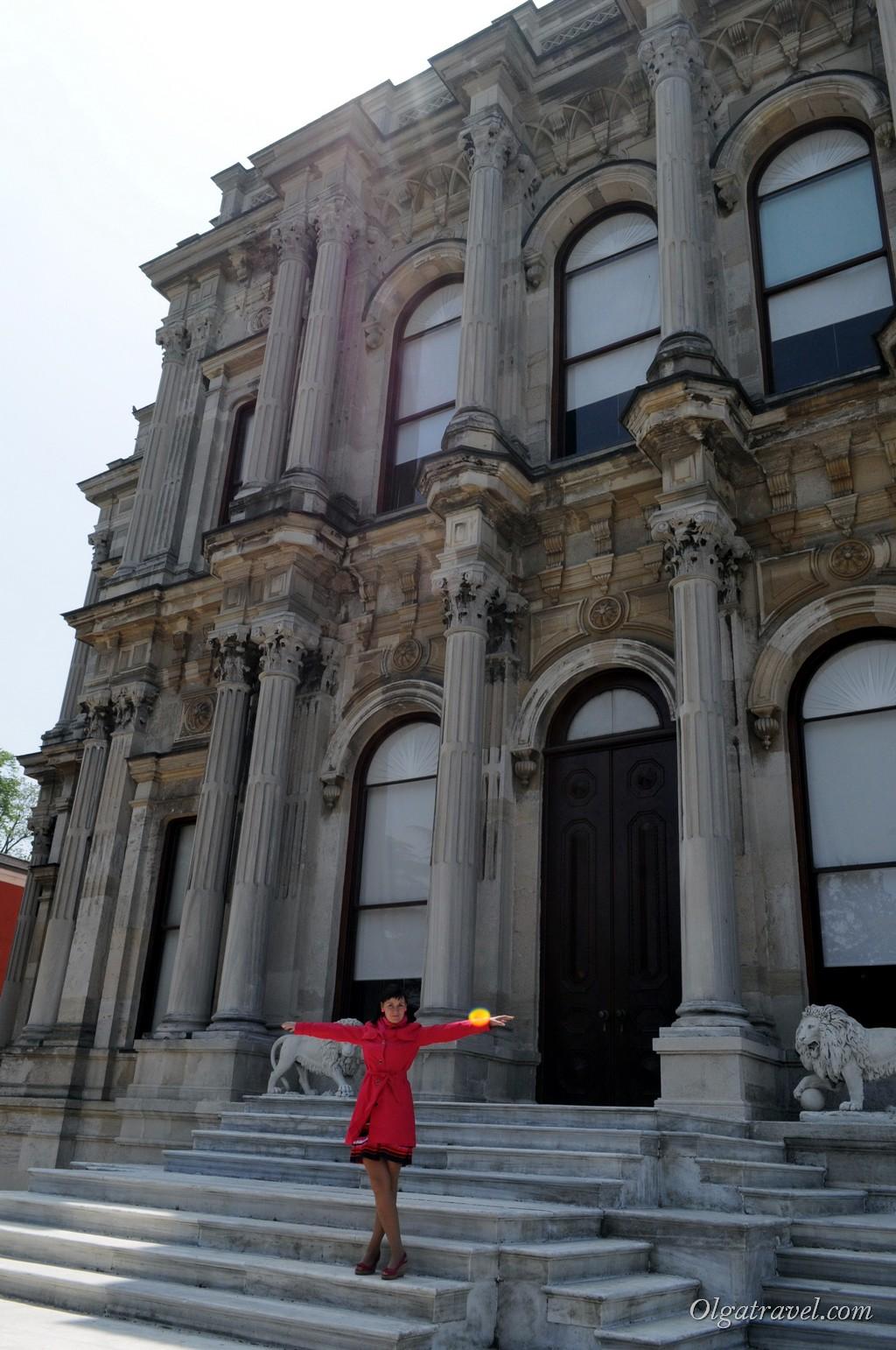Еще один вход во дворец Бейлербей - сейчас он закрыт