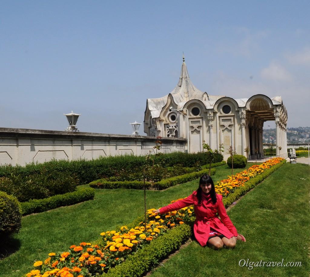 Сад с другой стороны дворца Бейлербей