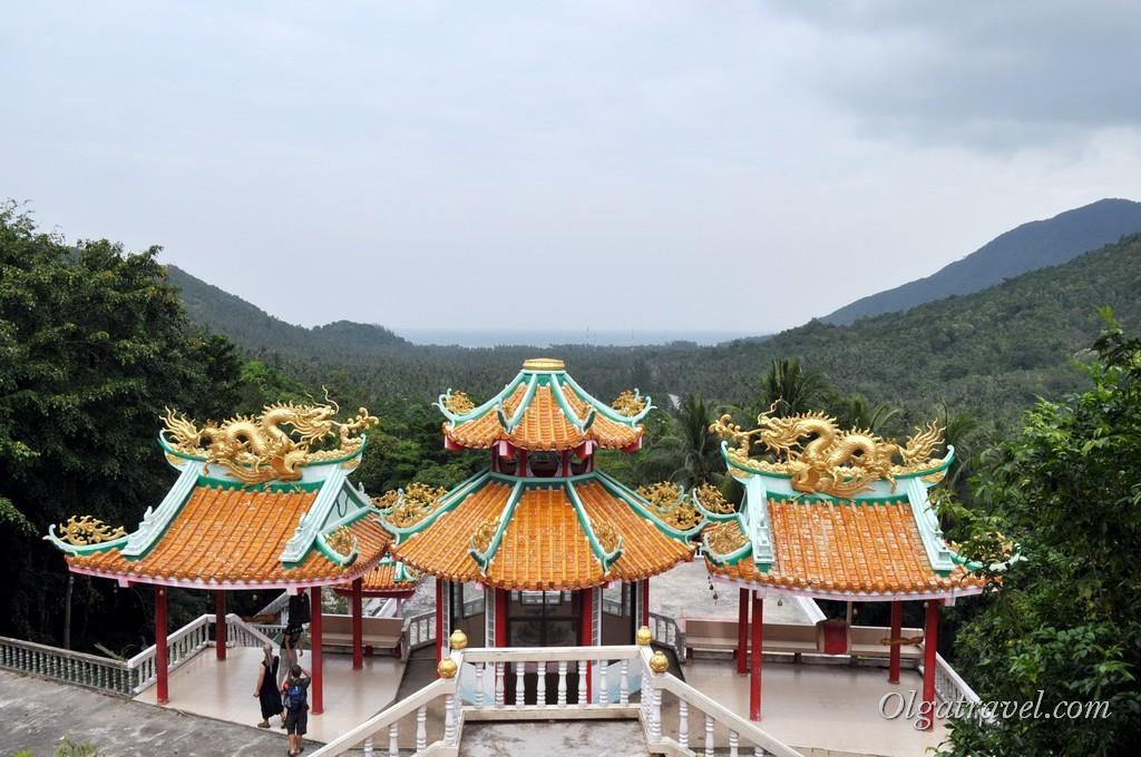Китайский храм на горе Пангане, вид на бухту Чалоклам