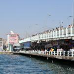 Галатский мост в Стамбуле (Galata Bridge) и вкусная рыба возле него.