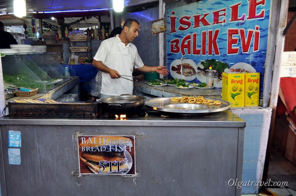 Кафе возле рыбного рынка в Каракёй