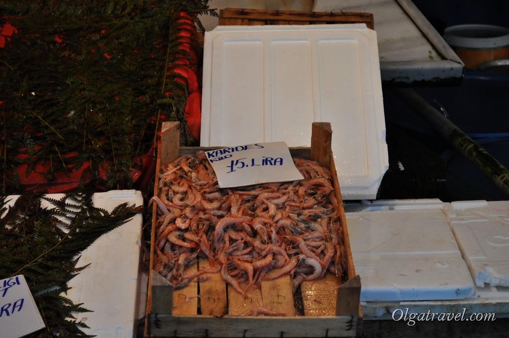 Креветки на рыбном рынке Каракёй