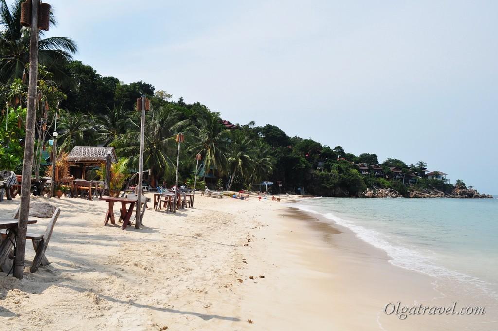 Пляж возле отеля Sandy Bay Bungalow