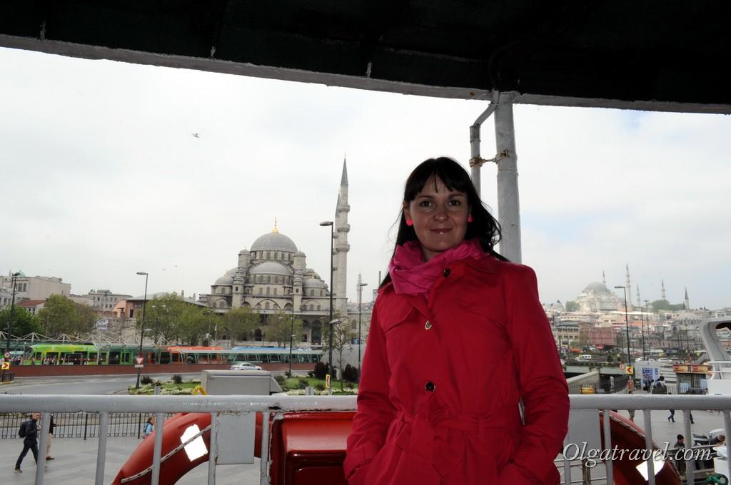 Сели на кораблик на причале Эминёню в Евпропейской части Стамбула, что бы поплыть в Азиатскую часть Стамбула
