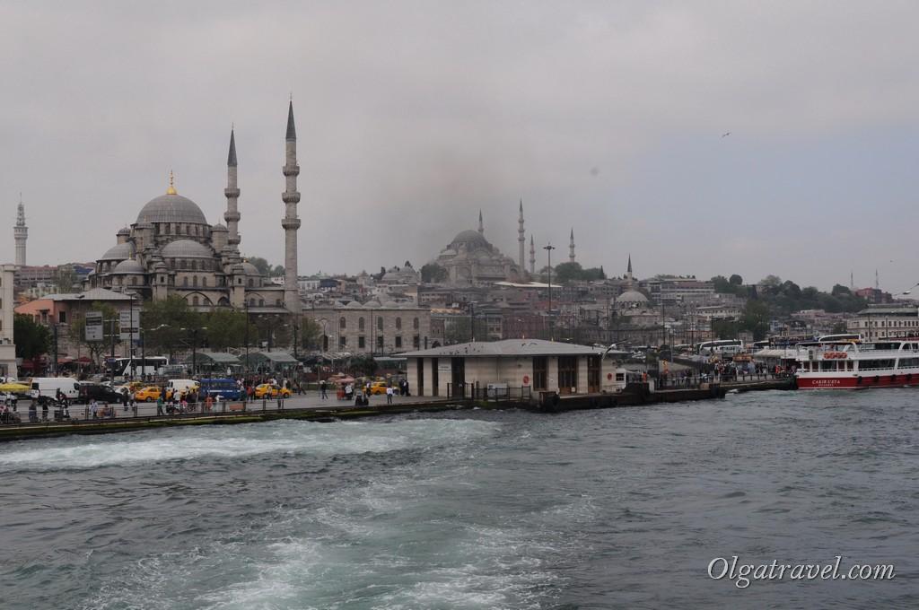 Отплываем :) На заднем фоне Новая мечеть и мечеть Сулеймане