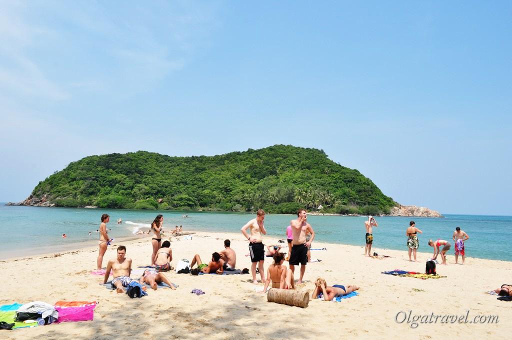 Пляж Мае Хад и островок Ко Ма возле него