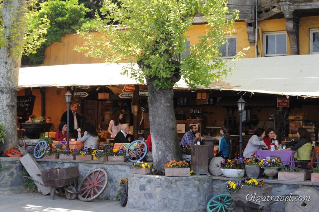 Кафе рядом с крепостью