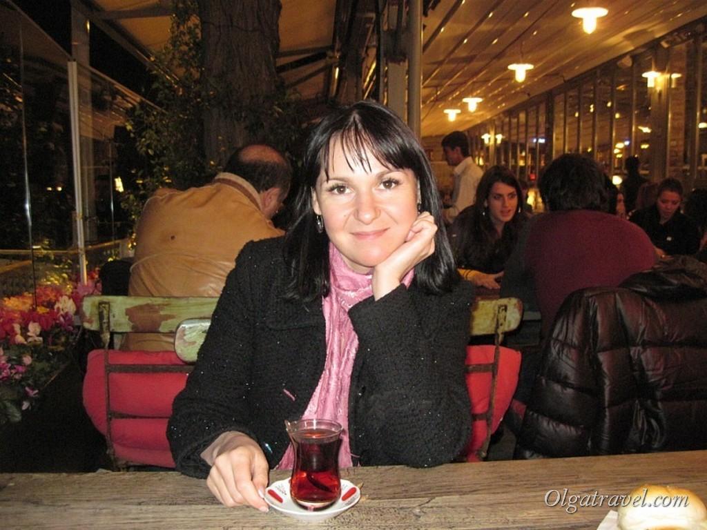 В ресторана Lokma пьем чай в январе 2011