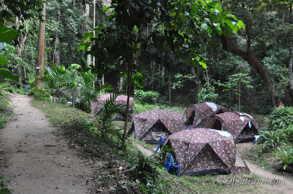 Палаточный лагерь тайских школьников