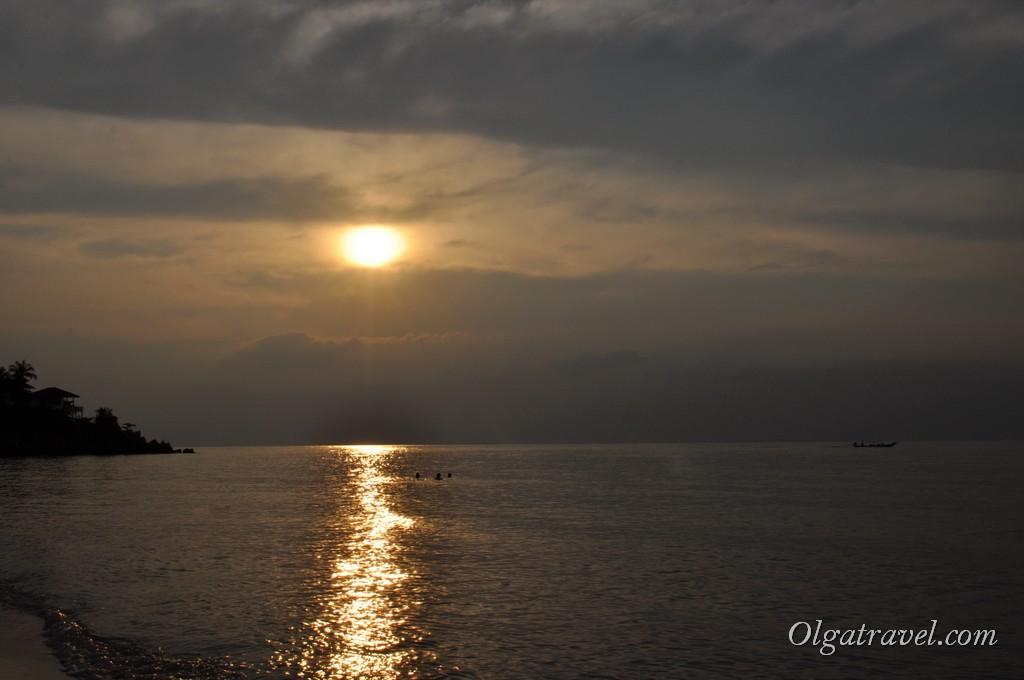 Закат на пляже Хаад Яо