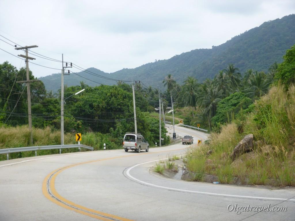 А вот уже хорошая дорога на пляж Тонг Най Пан Яй