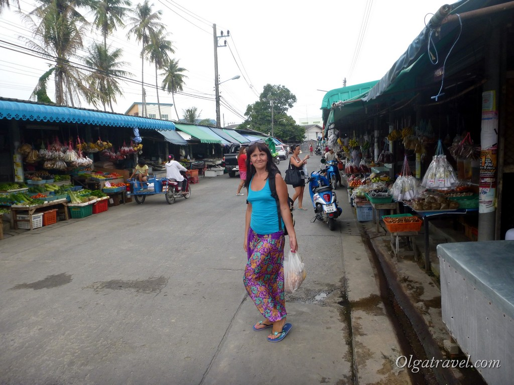 Рынок в Тонг Сала, цены выше, чем на Самуи, выбор фруктов не очень большой