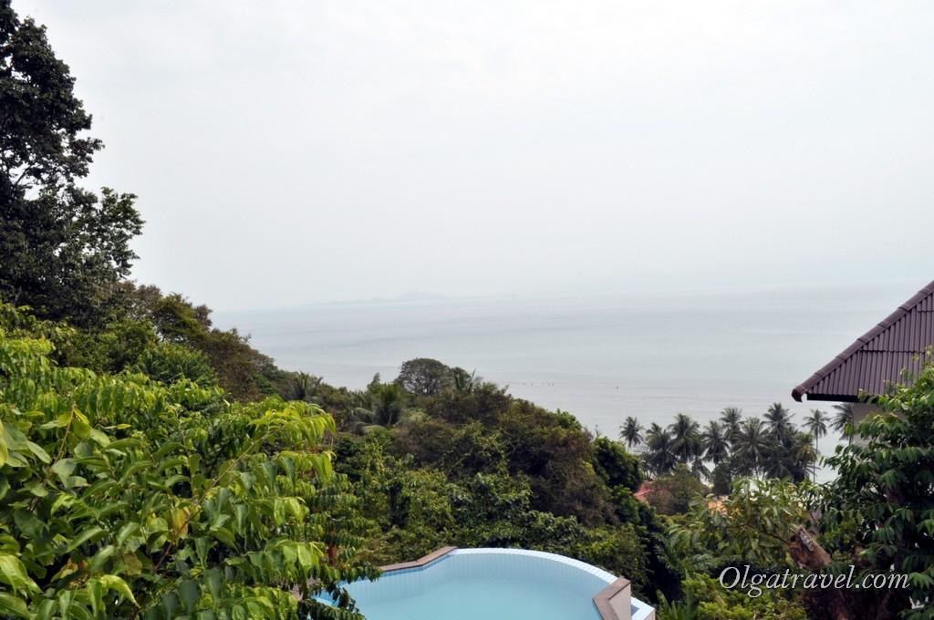 Вид со смотровой площадки возле Ban Kai Beach - в хорошую погоду виден остров Самуи
