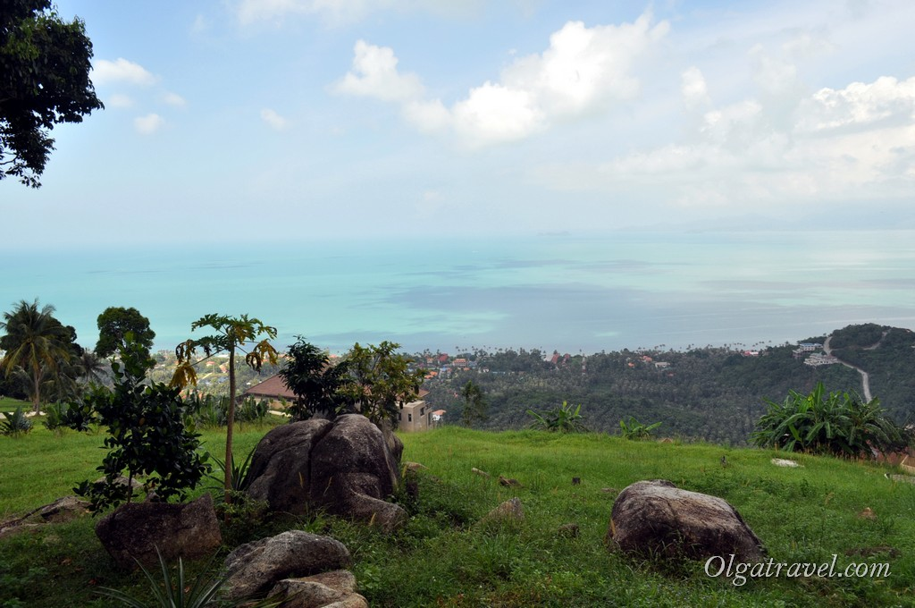 Вид на пляж Банг По и море