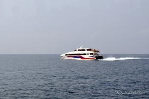 Добраться до Ко Тао можно только на пароме или лодке
