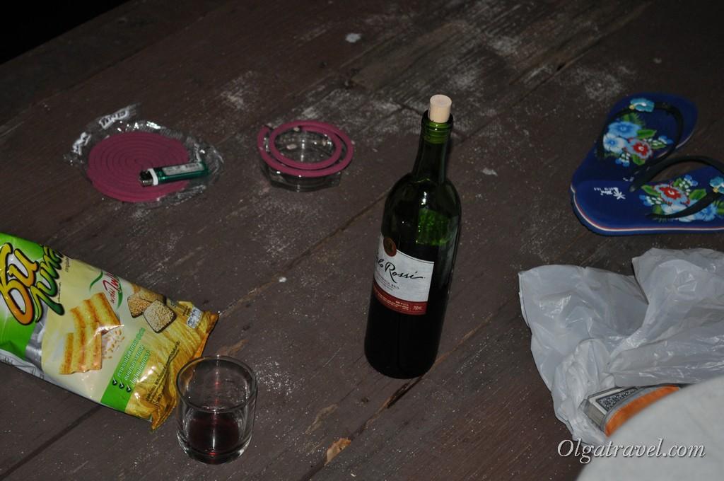 Вечерние посиделки с вином на веранде