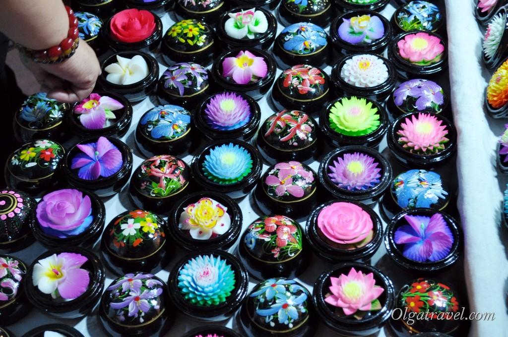 Цветы из мыла - продаются по всему Таиланду! Очень красивая вещь на сувениры