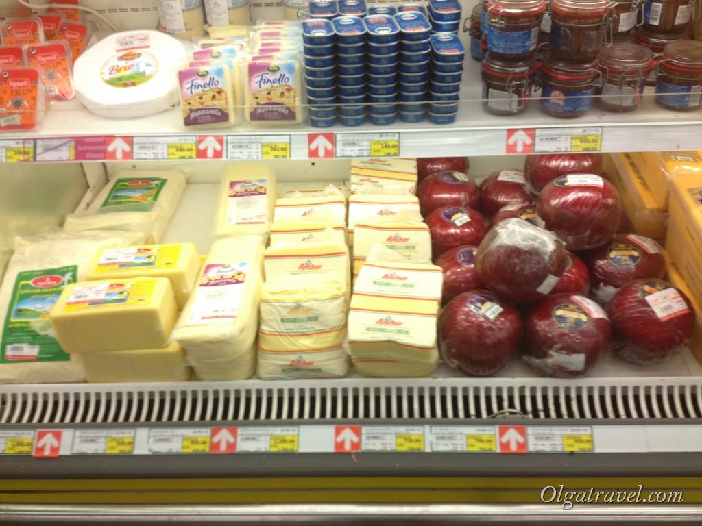Сыры. Я очень люблю сыры, но они в Таиланде дорогие. Покупала только один раз. Съела за раз, наелась, больше не хотелось:)