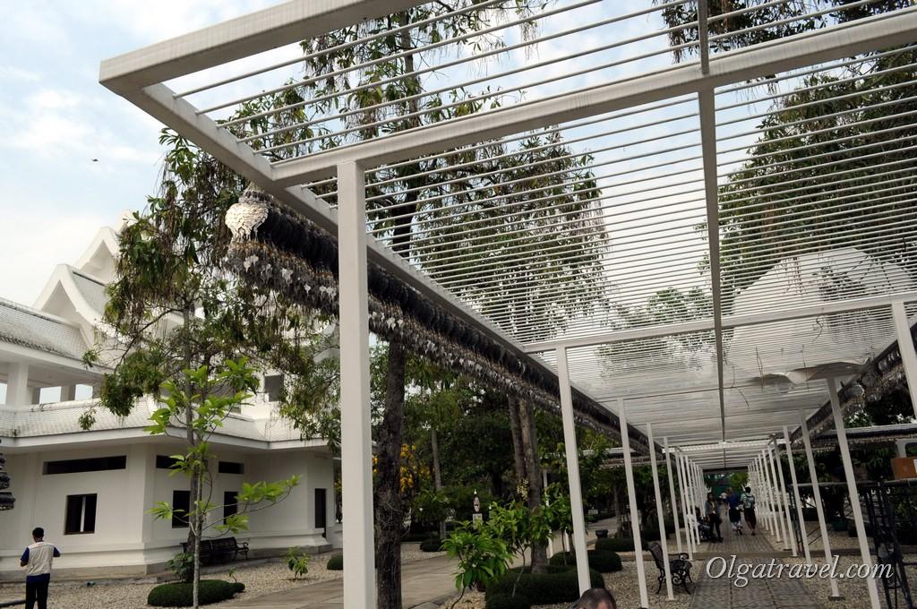 Chiang_Rai_White_Temple-20