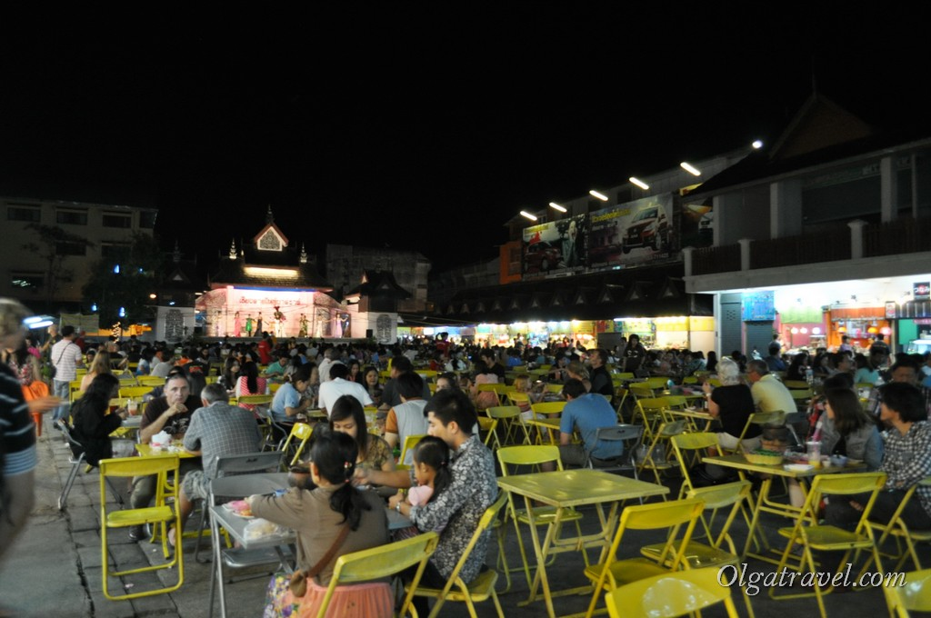 Chiang_Rai_night_bazar_1