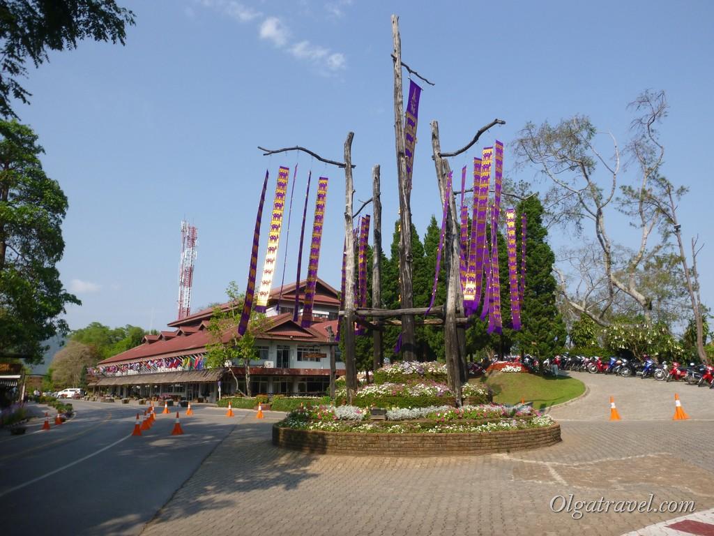 Площадь трех достопримечательностей Дои Тунг