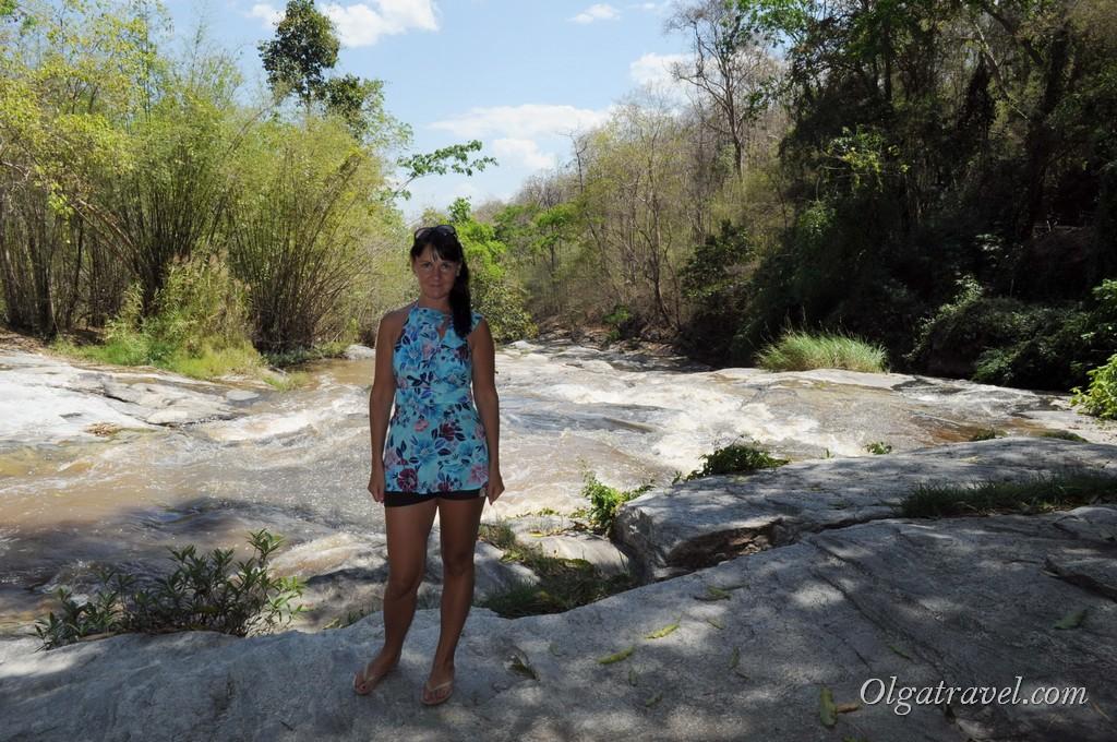 Прогулка вдоль реки к Mae Ya Waterfall
