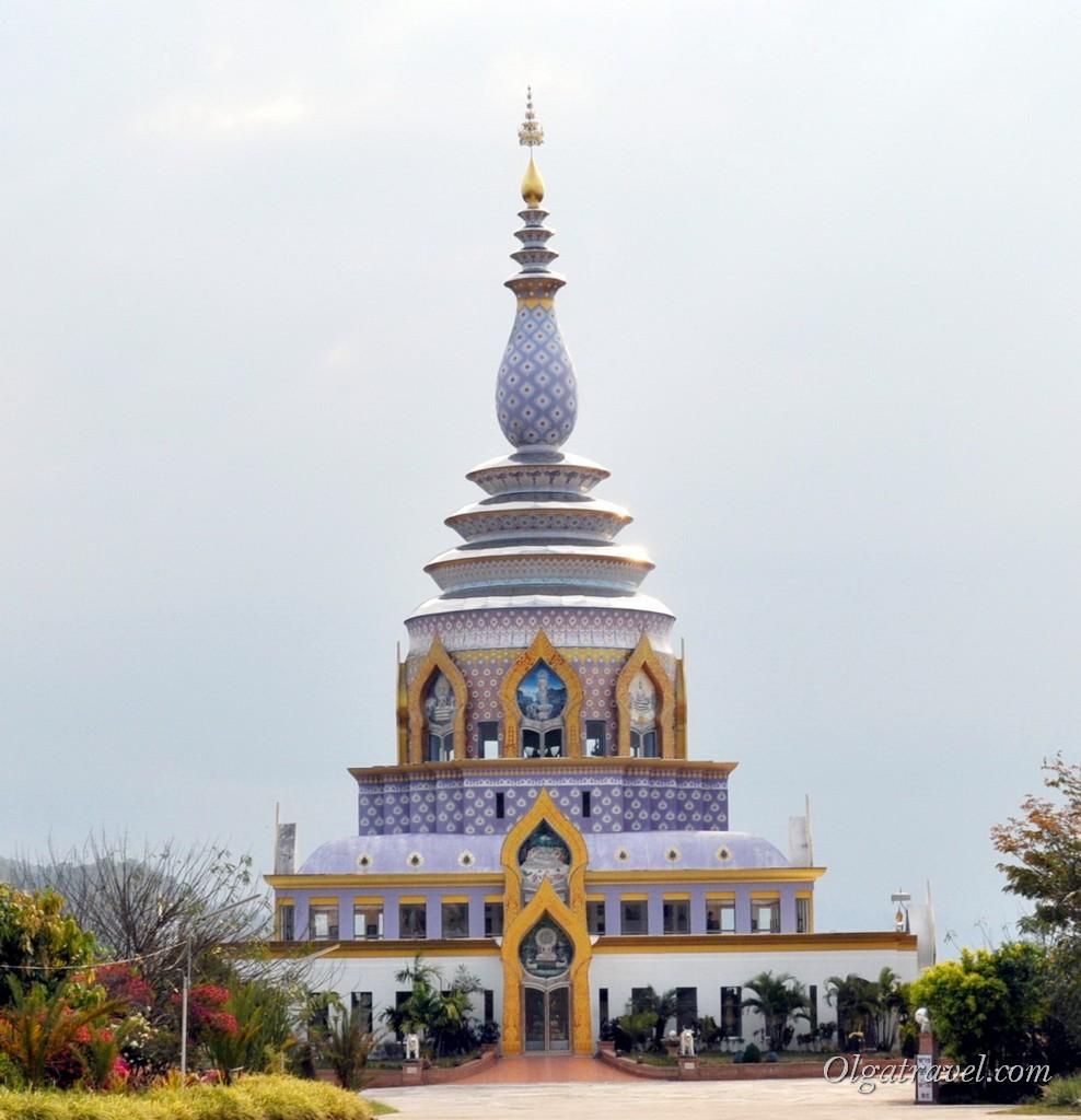 Храм Wat Tha Ton  на горе в Тха Тоне