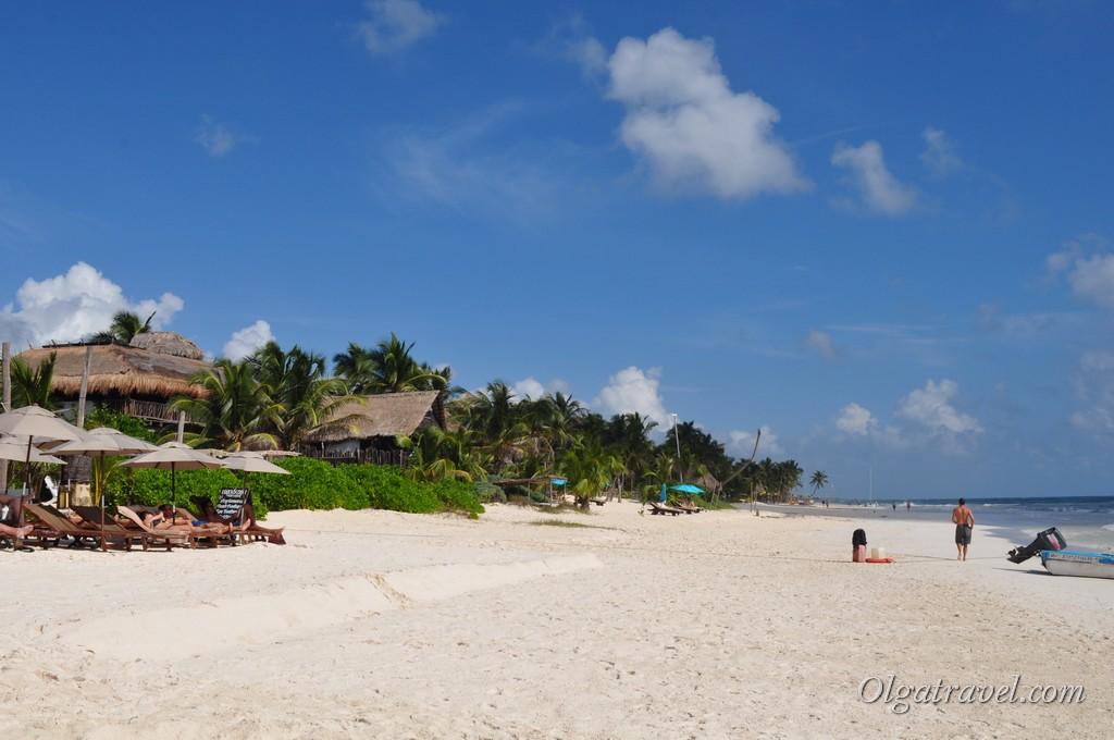 Белоснежный длинный пляж в Тулуме
