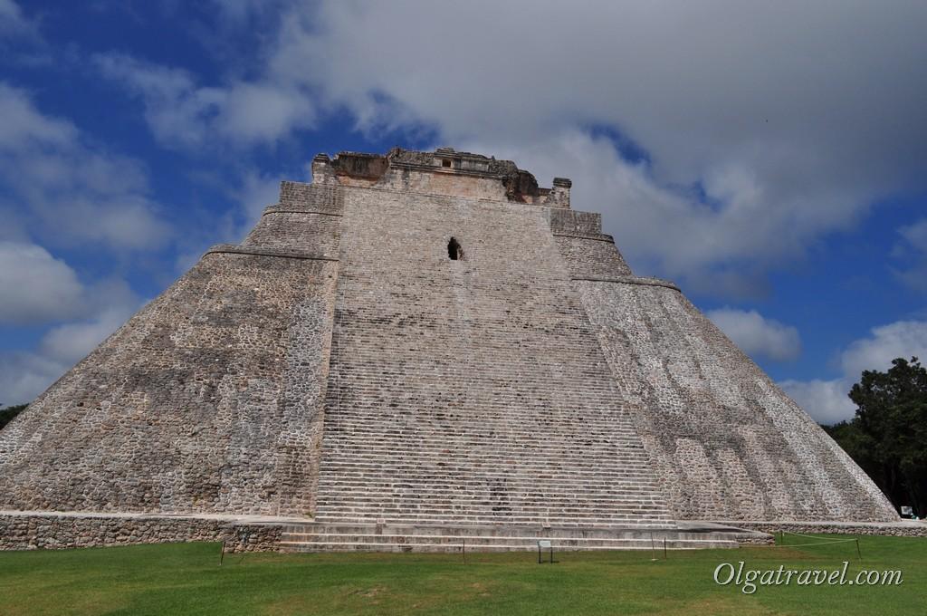 Пирамида Волшебника, Ушмаль