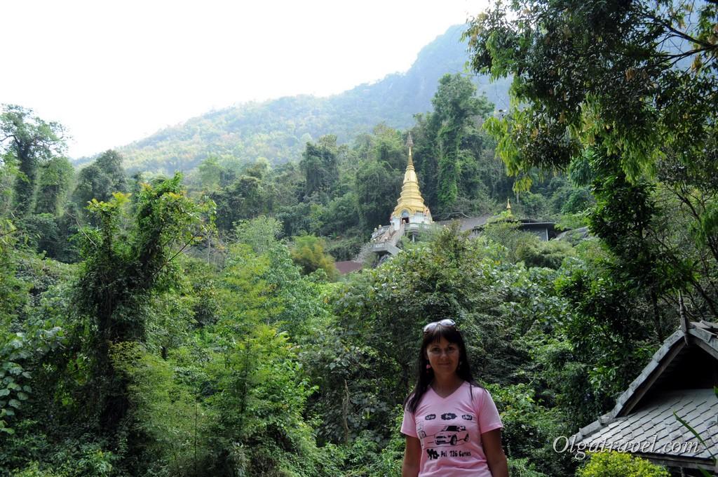 Храм в скале возле Чианг Дао